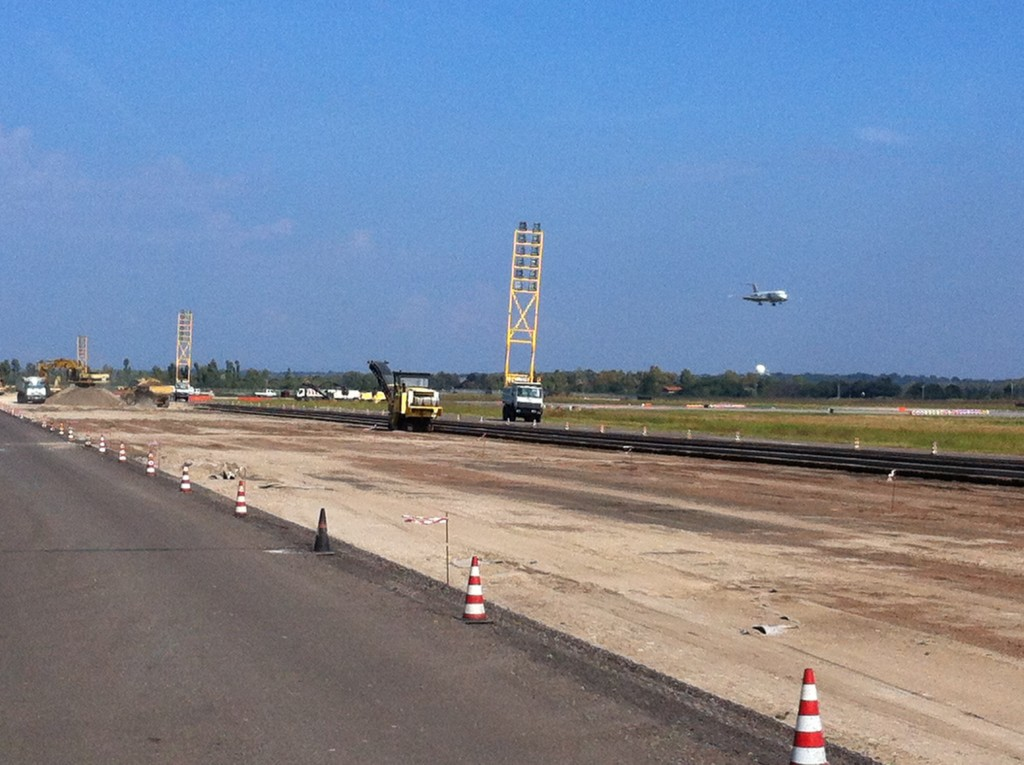 Year-2015-Runway 16L_34R renovation-Img001